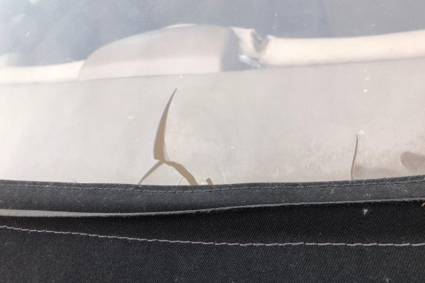 Window Crack Lower - Middle